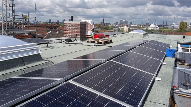 PV-An lage auf dem Dach von Mokrystraße 1-3